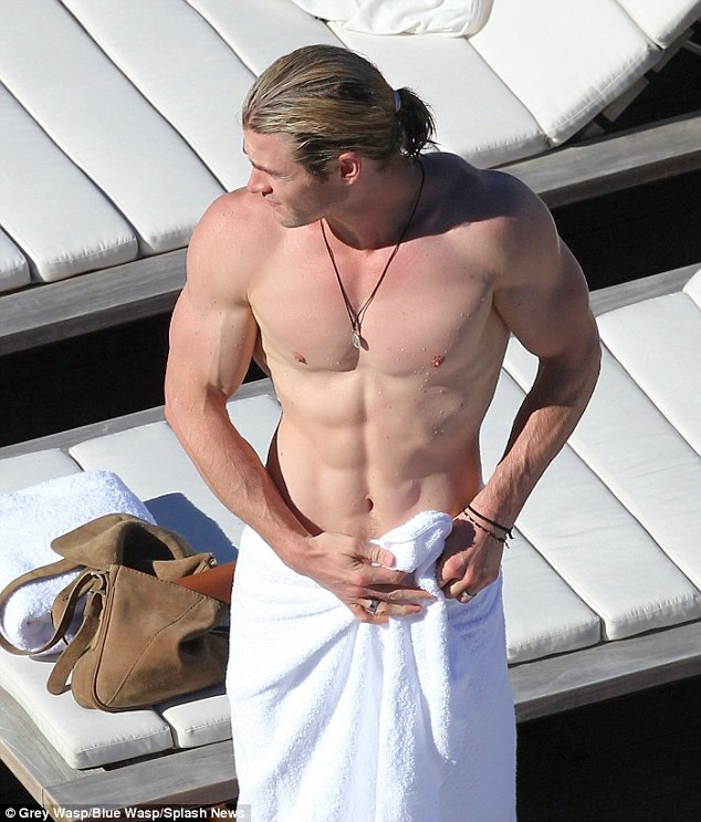 Thor-Chris-Hemsworth-Palm-Springs-05