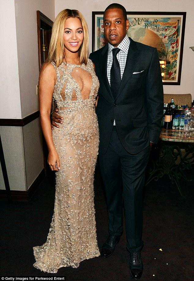 Beyonce mostra con orgoglio la sua bella bambina Blu Ivy - 01