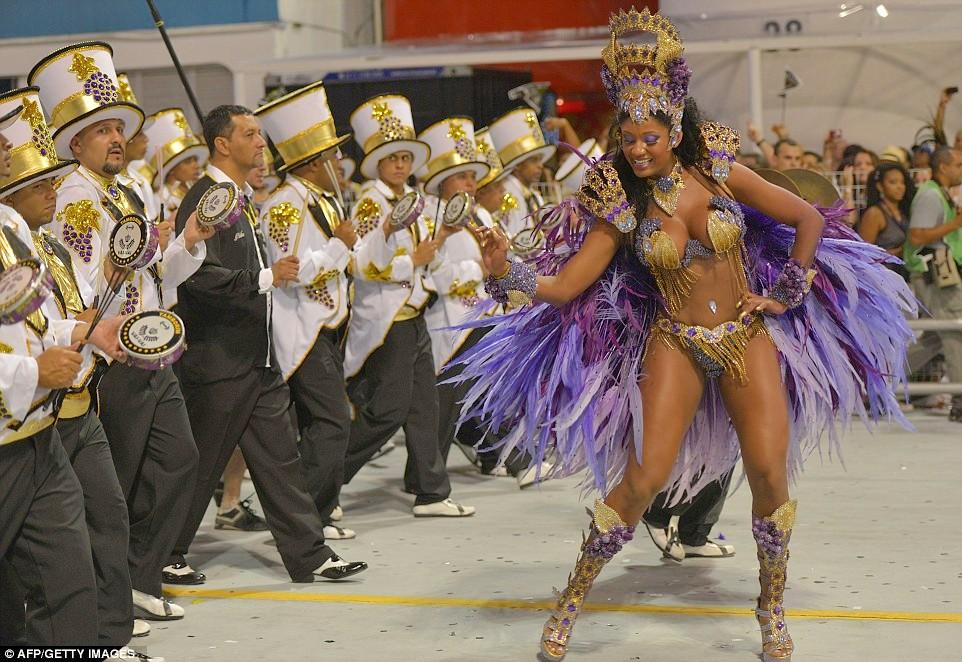 Rio-de-Janeiro-carnevale-samba-04