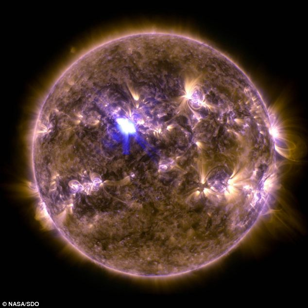 tempesta-solare-espulsione-massa-coroanel-plasma-soletempesta-solare-espulsione-massa-coroanel-plasma-sole