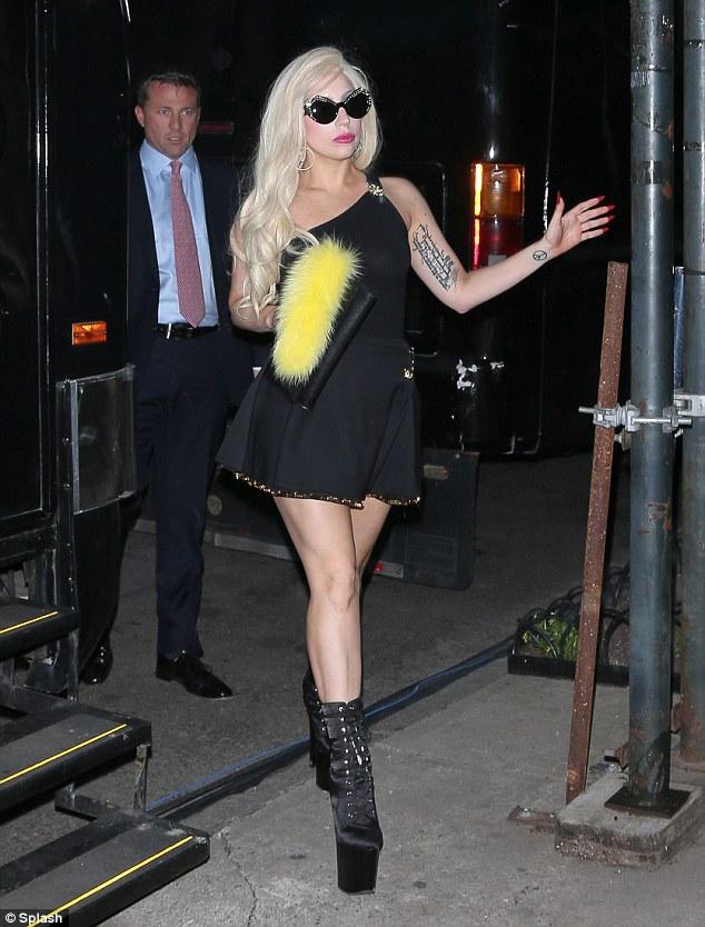 Lady Gaga anca