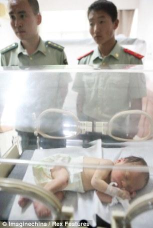 miracolo-neonato- tubo di scarico  5