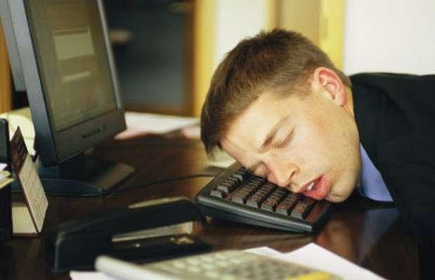 impiegato-banca-addormentatobonifico-222-milioni