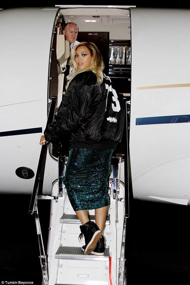 Jet Privato Beyonce : Beyonce knowles lascia londra sul suo jet privato dopo l