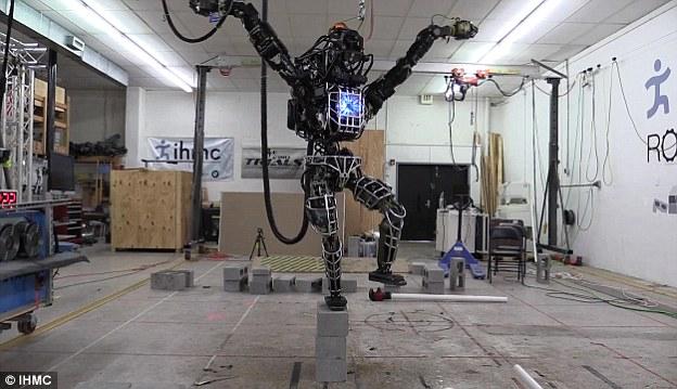 Io robot, tu licenziato: l'inquietante ascesa delle macchine che soppiantano il lavoro umano 1