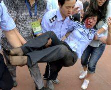 A Shanghai la Beckham mania colpisce duro provocando isteria e sette feriti: le foto