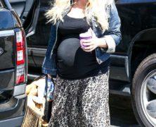 Jessica Simpson all'ultimo mese di gravidanza mostra di aver annullato i benefici effetti della dieta  Weight Watchers