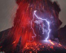 Le incredibili foto di Martin Rietze, il cacciatore di eruzioni vulcaniche