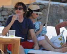 Il bagno di Sir Paul Mc Cartney in vacanza a Ibiza con la moglie