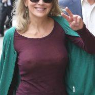 Guarda il nude look di Sharon Stone a spasso per Parigi con suo figlio