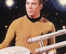 Il capitano Kirk di Star Trek rifiuta l'invito a viaggiare nello spazio perché ha paura di volare