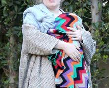 Guarda le immagini di Adele, irriconoscibile coi capelli arruffati e senza trucco, a spasso col suo bebè – parte 1