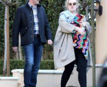 Guarda le immagini di Adele, irriconoscibile coi capelli arruffati e senza trucco, a spasso col suo bebè – parte 2