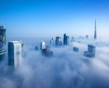 Mai così bella: assolutamente da guardare le strepitose immagini aeree di Dubai avvolta dalla nebbia