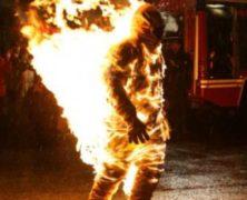 6 minuti avvolto dalle fiamme, Joe Toedtling nel Guinness dei Primati: guarda il video