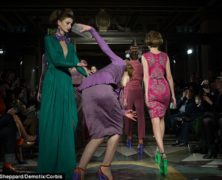 Cado dai trampoli: le cadute rovinose delle modelle in passerella al London Fashion Week