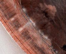 La fotocamera HiRISE immortala la prima valanga su Marte: guarda la foto